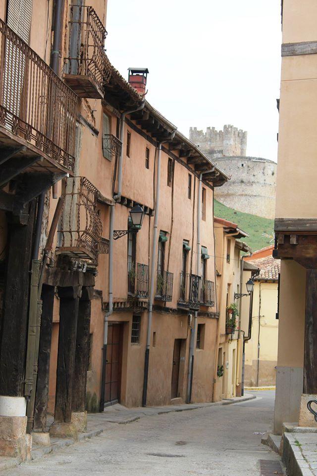 Calle de Berlanga de Duero. Al fondo, el castillo