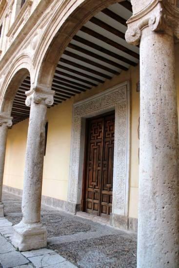 Detalle patio Universidad de Alcalá