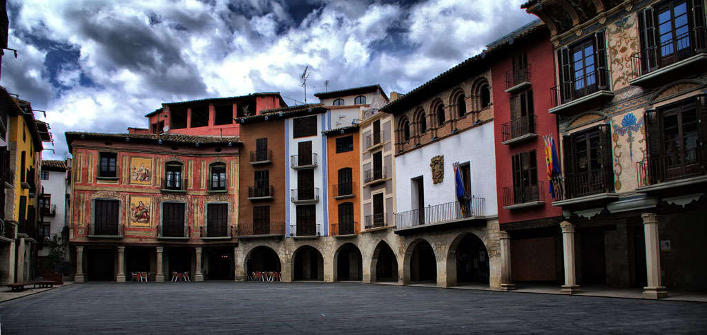 Plaza Mayor de Graus. Gozarte..jpg