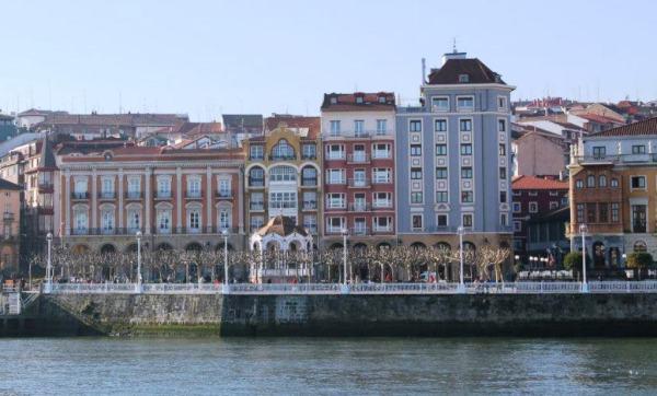 Portugalete desde la orilla de Getxo