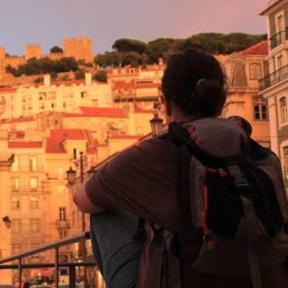 con la mochila en Lisboa