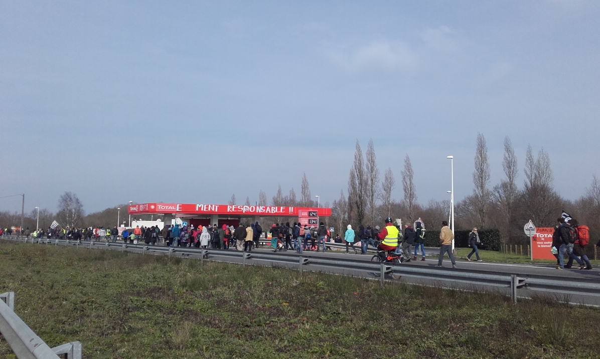 Manifestación pasando por Total