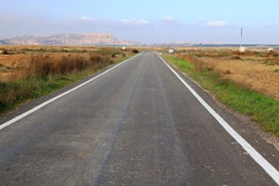 Una carretera en Los Monegros