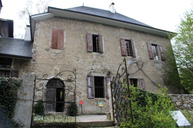 Casa Rousseau
