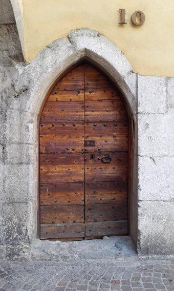 puerta apuntada