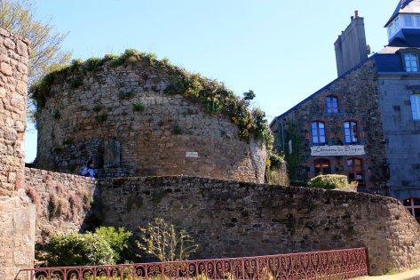 Restos Fortaleza Becherel