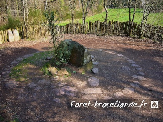 tombeau-merlin-foret-broceliande_001