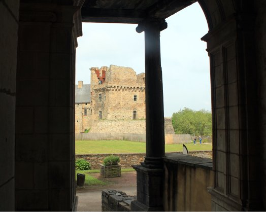 Donjon desde interior Chateaubriand