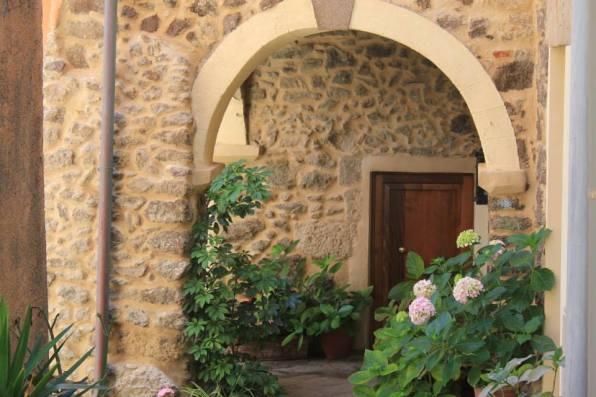 hortensias y piedra en Castelsardo