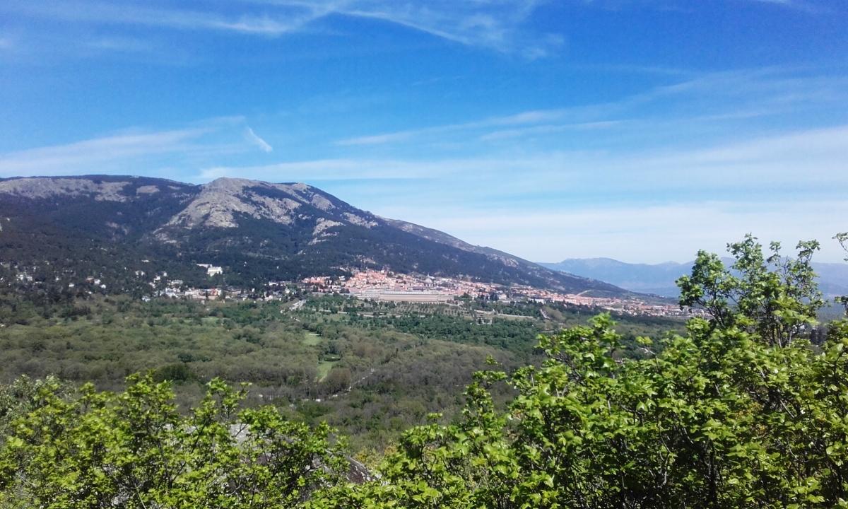 Vista de San Lorenzo del Escorial desde la silla de Felipe II